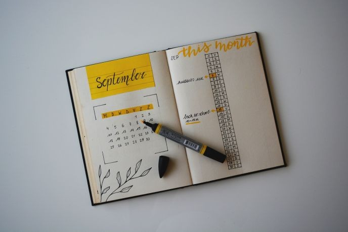 5 Quick Tips to Stay Organized_photo by_estee-janssens-396874-unsplash